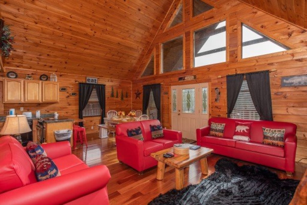 Photo of a Pigeon Forge Cabin named Hibernation Station - This is the fourth photo in the set.