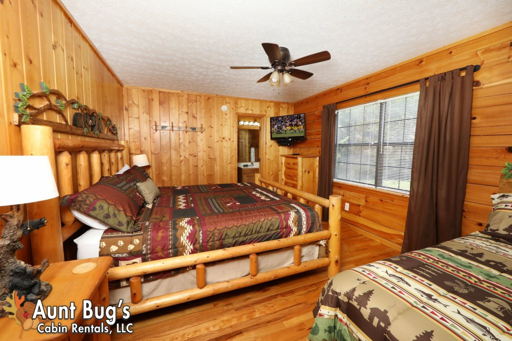 Photo of a Pigeon Forge Cabin named Sun-sational View #245 - This is the seventeenth photo in the set.