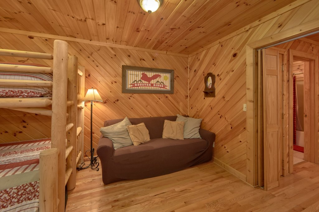 Photo of a Sevierville Cabin named Rooster Ridge Cabin #231 - This is the thirty-third photo in the set.
