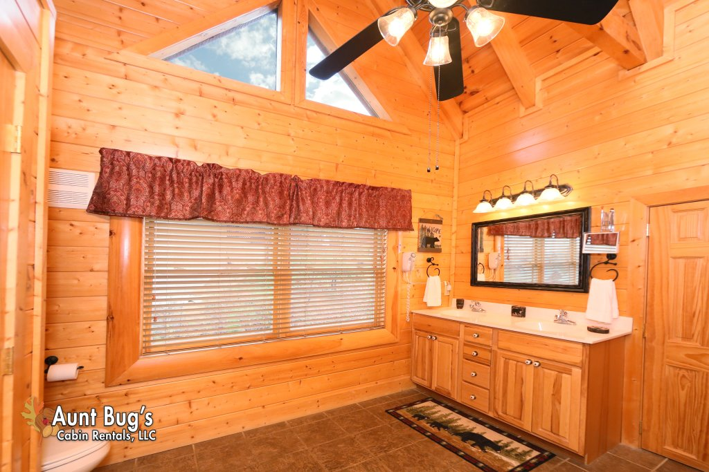 Photo of a Sevierville Cabin named Absolutely Wonderful #304 - This is the twenty-eighth photo in the set.