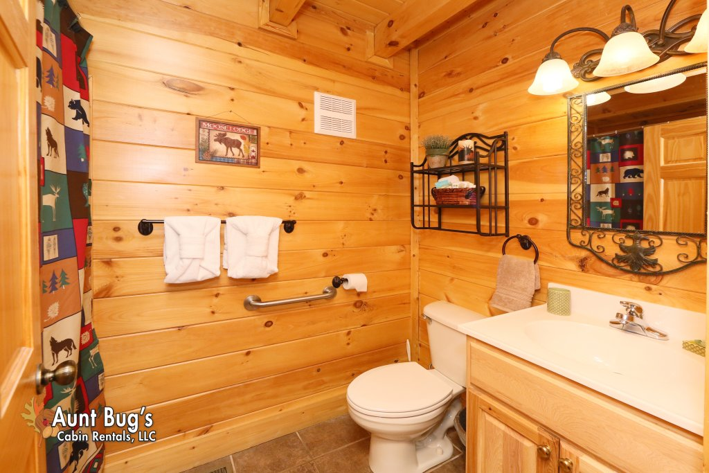 Photo of a Sevierville Cabin named Absolutely Wonderful #304 - This is the twenty-sixth photo in the set.