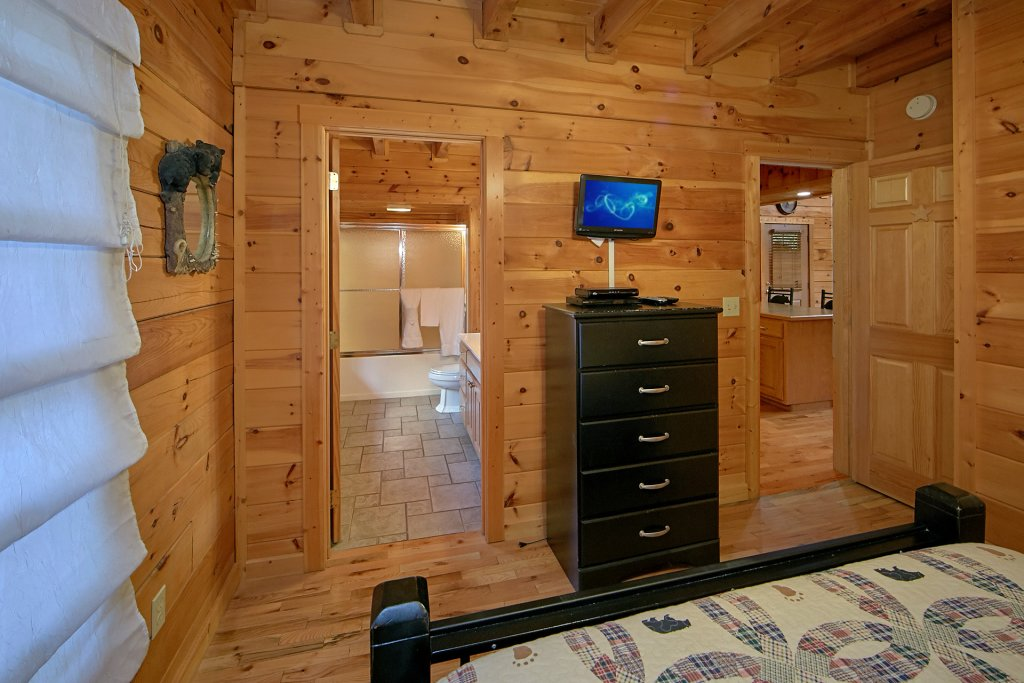 Photo of a Pigeon Forge Cabin named Boulder Bear Lodge #355 - This is the twenty-second photo in the set.