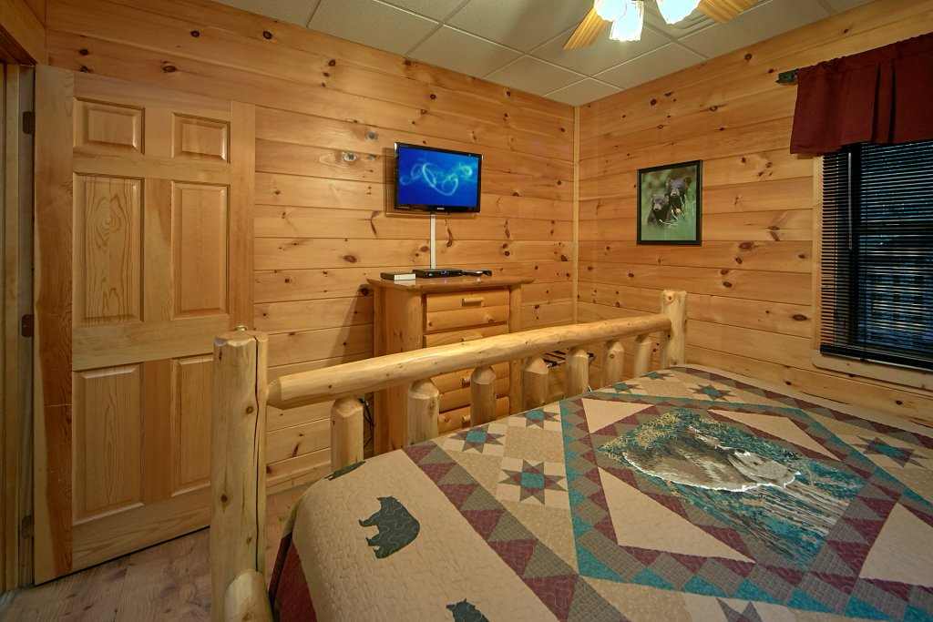 Photo of a Pigeon Forge Cabin named Boulder Bear Lodge #355 - This is the fourteenth photo in the set.