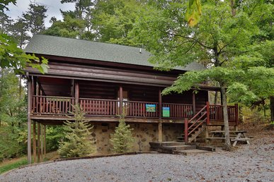 Perfect Smoky Mountain Cabin, Just 1 Mile From The Pigeon Forge Parkway!