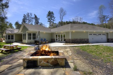 A Secluded 3 Bedroom Cabin Above Stream With Fire Pit, Arcade Game, & More!