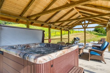 New! Four Bedroom Luxury Smoky Mountain Ranch With An Outdoor Pavilion!