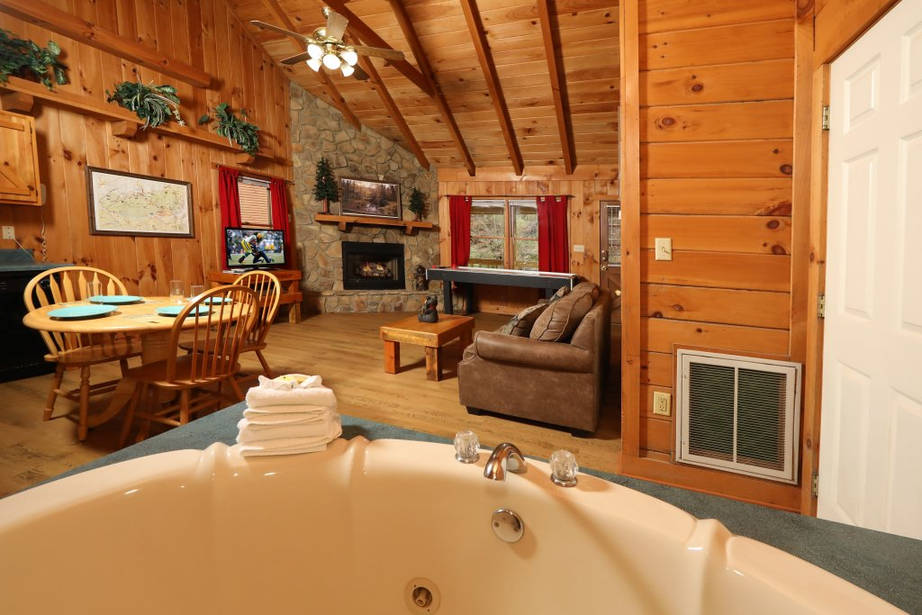 Photo of a Pigeon Forge Cabin named Creekside Tranquility #365 - This is the eighteenth photo in the set.
