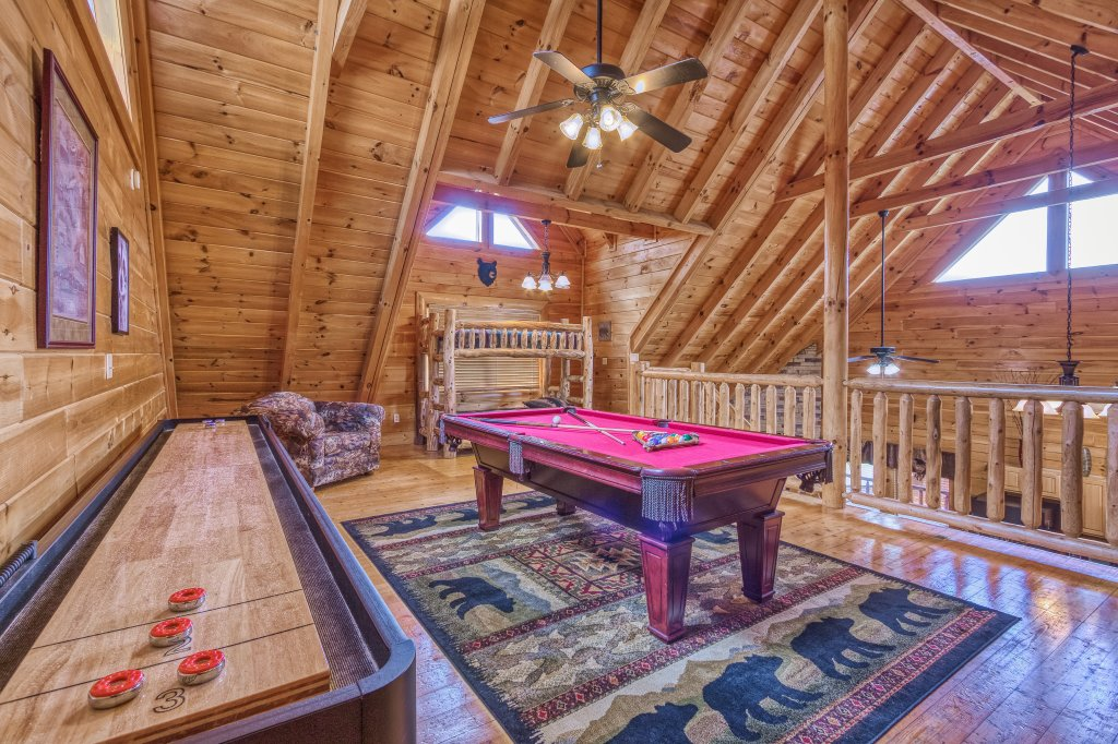 Photo of a Sevierville Cabin named Bear Hug #275 - This is the second photo in the set.