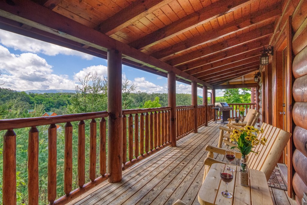 Photo of a Sevierville Cabin named Bear Hug #275 - This is the eighth photo in the set.
