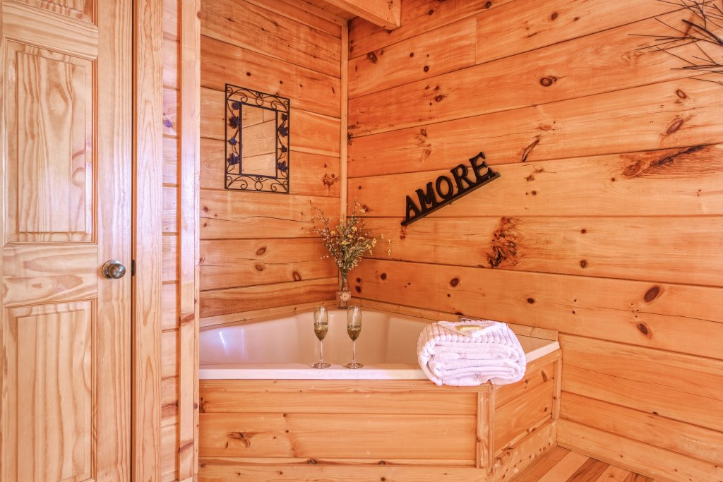 Photo of a Sevierville Cabin named Bear Hug #275 - This is the eighteenth photo in the set.