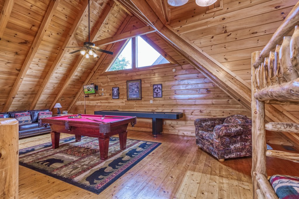 Photo of a Sevierville Cabin named Bear Hug #275 - This is the twenty-fourth photo in the set.
