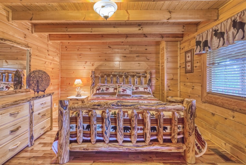 Photo of a Sevierville Cabin named Bear Hug #275 - This is the nineteenth photo in the set.