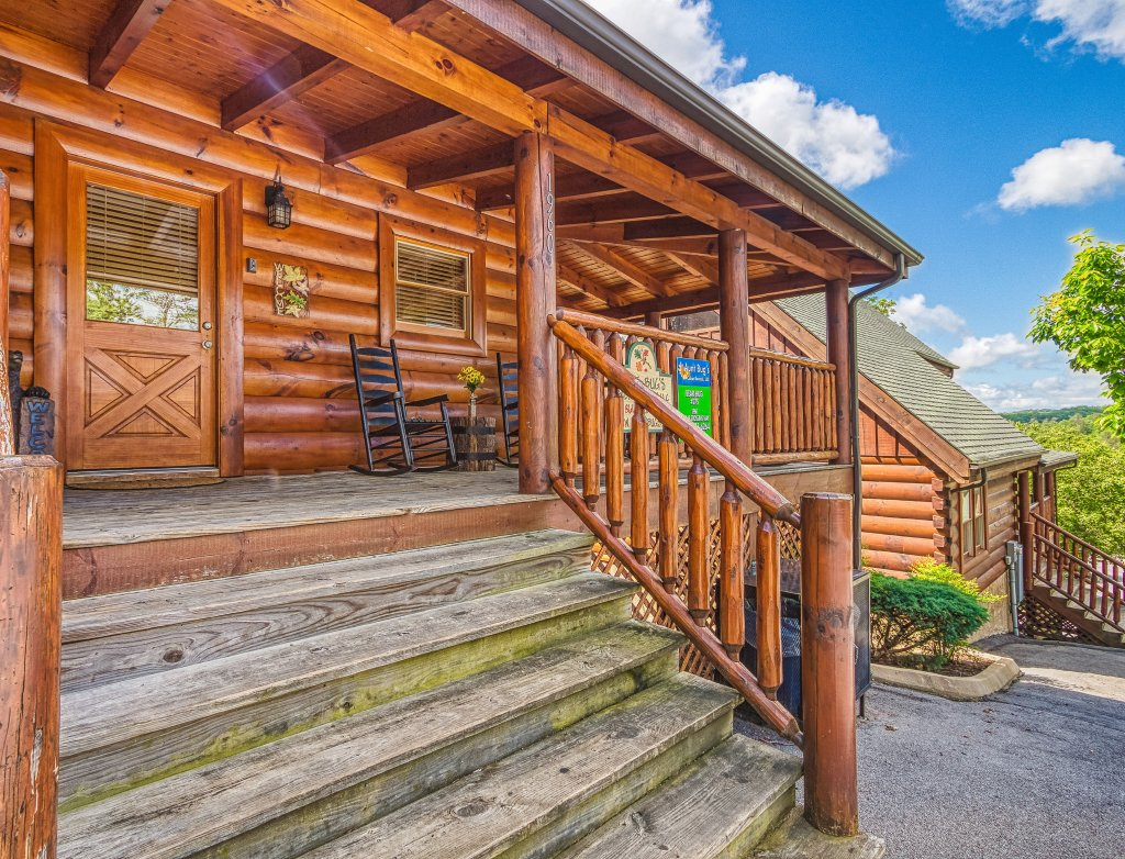 Photo of a Sevierville Cabin named Bear Hug #275 - This is the thirty-seventh photo in the set.