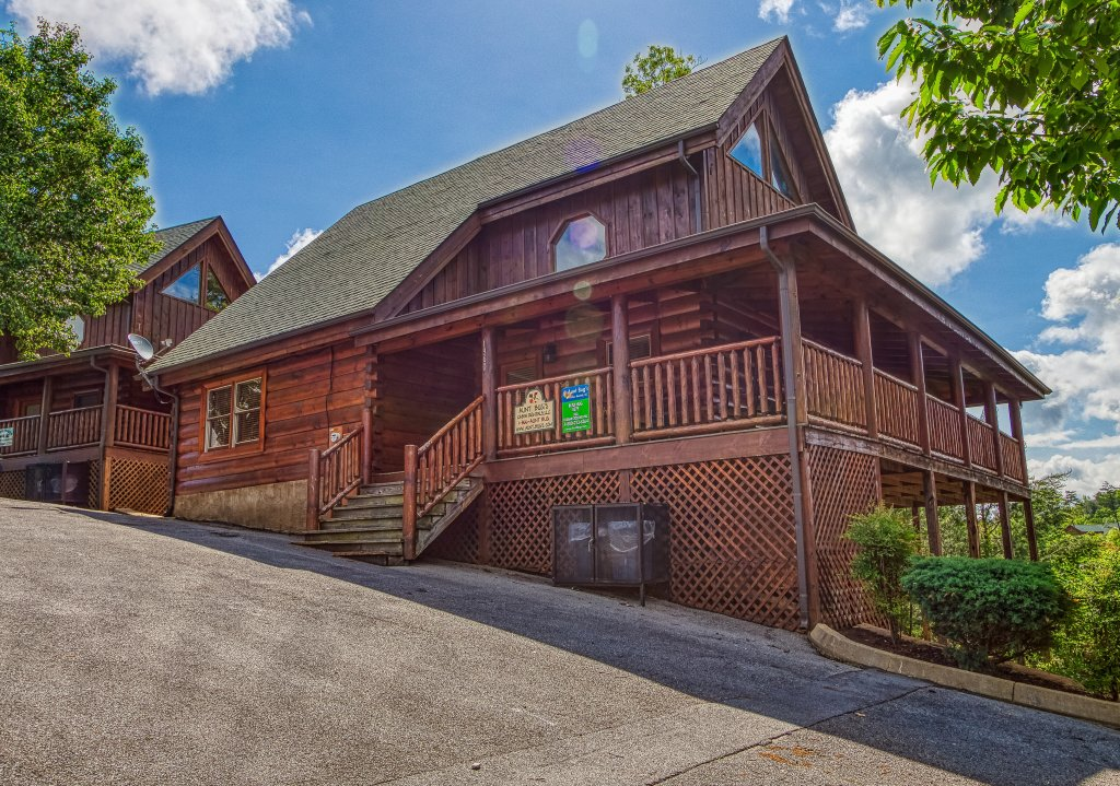 Photo of a Sevierville Cabin named Bear Hug #275 - This is the forty-second photo in the set.