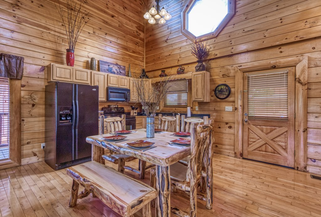 Photo of a Sevierville Cabin named Bear Hug #275 - This is the thirteenth photo in the set.