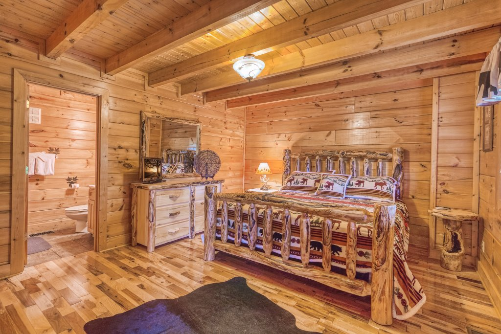 Photo of a Sevierville Cabin named Bear Hug #275 - This is the sixteenth photo in the set.