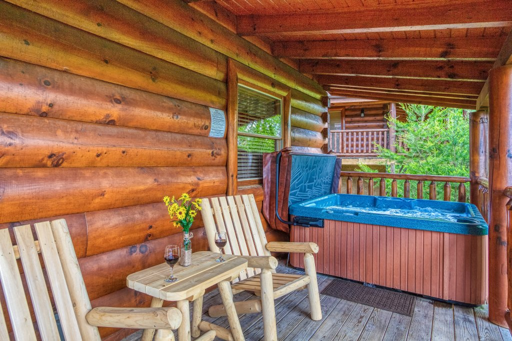 Photo of a Sevierville Cabin named Bear Hug #275 - This is the twenty-sixth photo in the set.