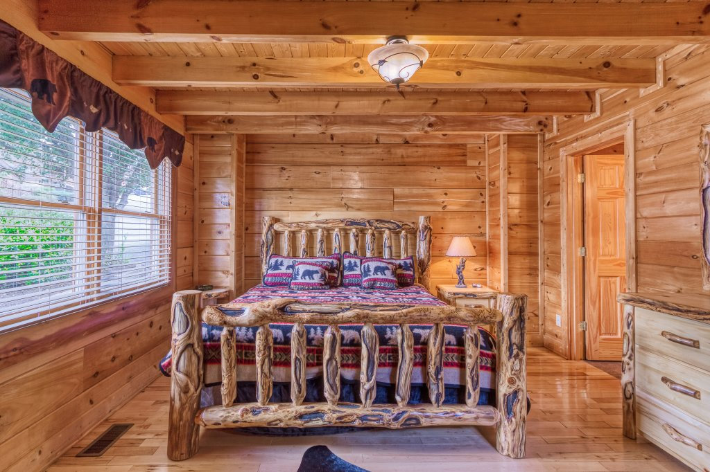 Photo of a Sevierville Cabin named Bear Hug #275 - This is the twenty-first photo in the set.