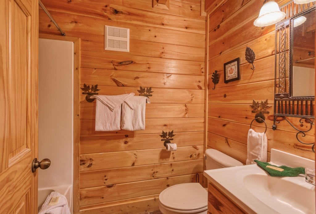 Photo of a Sevierville Cabin named Bear Hug #275 - This is the forty-first photo in the set.