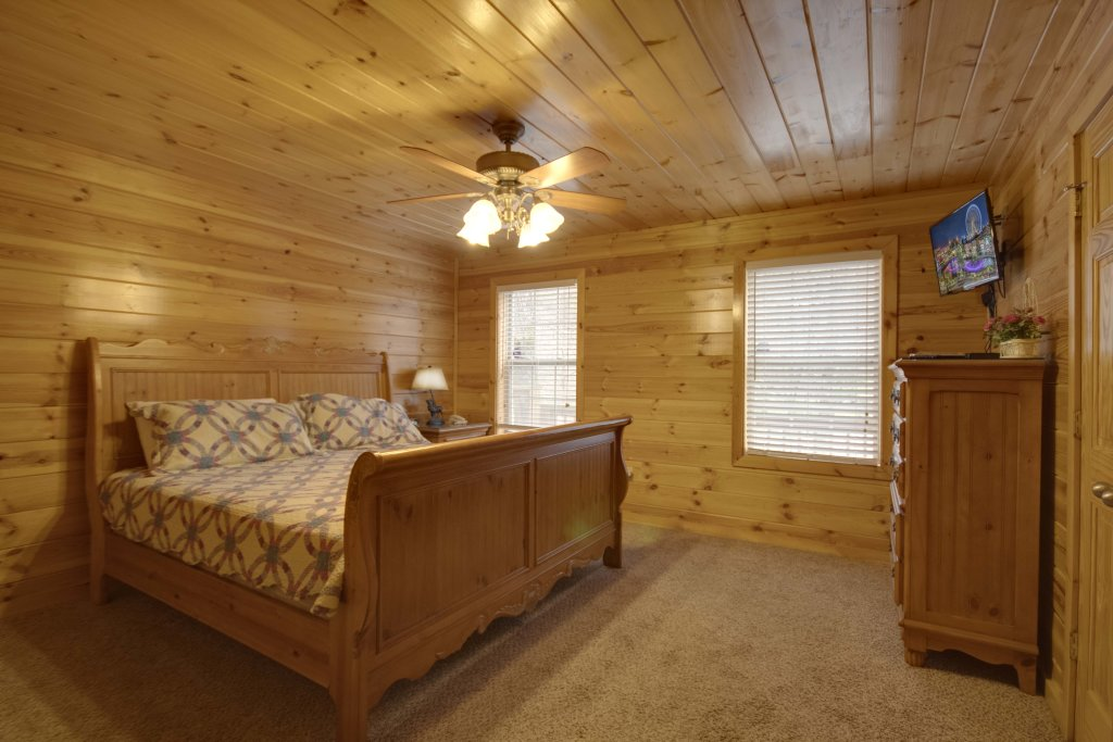 Photo of a Gatlinburg Cabin named Hillbilly Hilton #525 - This is the seventeenth photo in the set.