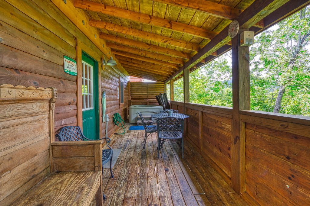Photo of a Pigeon Forge Cabin named Shades Of The Past #230 - This is the seventeenth photo in the set.