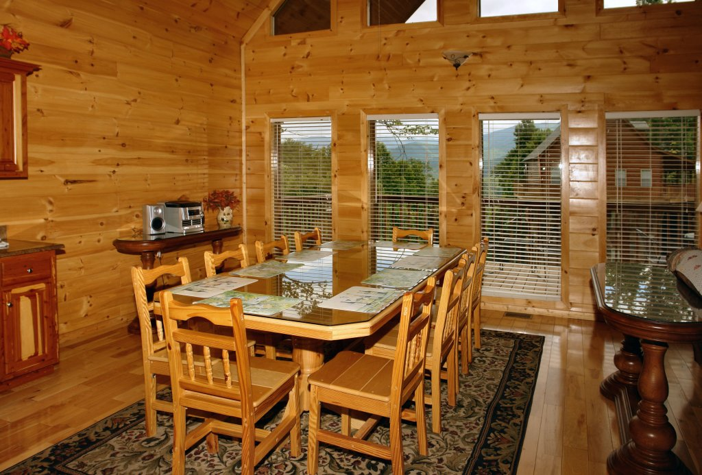 Photo of a Gatlinburg Cabin named Hillbilly Hilton #525 - This is the forty-first photo in the set.