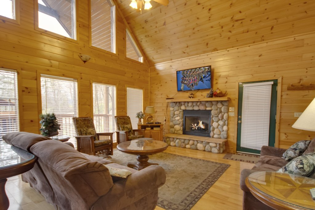 Photo of a Gatlinburg Cabin named Hillbilly Hilton #525 - This is the third photo in the set.