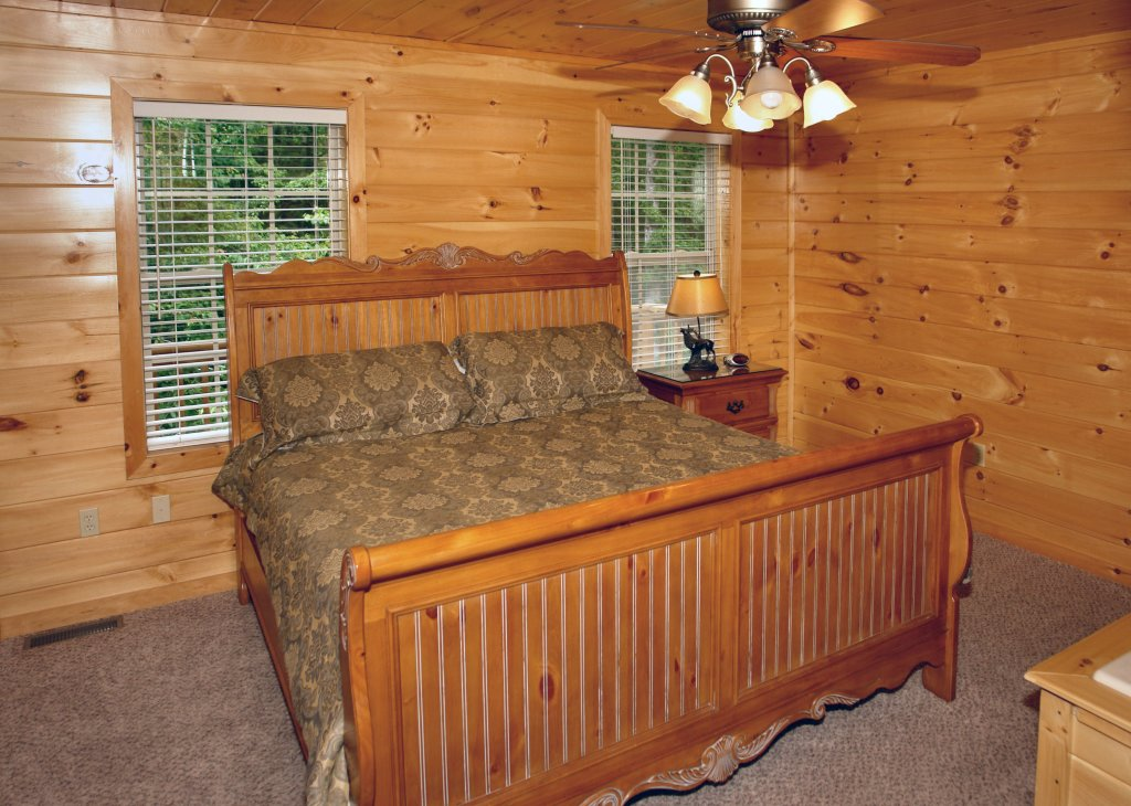 Photo of a Gatlinburg Cabin named Hillbilly Hilton #525 - This is the forty-seventh photo in the set.