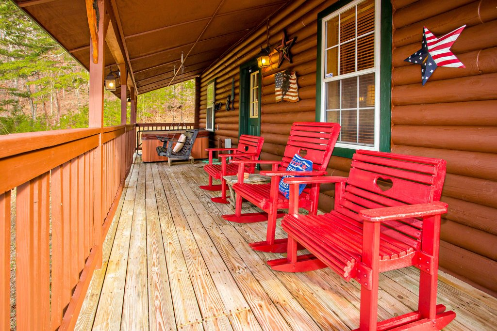 Photo of a Pigeon Forge Cabin named Serendipiity - This is the fourth photo in the set.