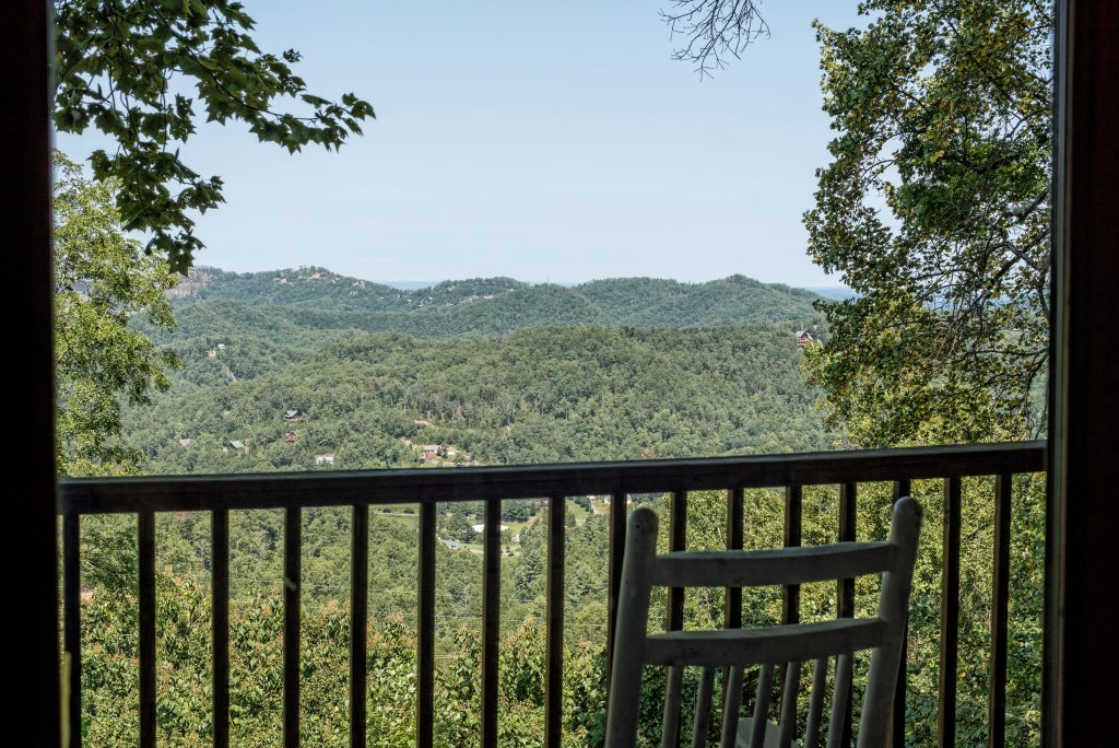 Photo of a Sevierville Cabin named A Wild View Yonder #377 - This is the twenty-second photo in the set.