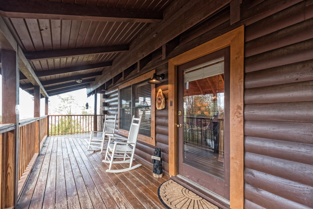 Photo of a Sevierville Cabin named A Wild View Yonder #377 - This is the twenty-fourth photo in the set.