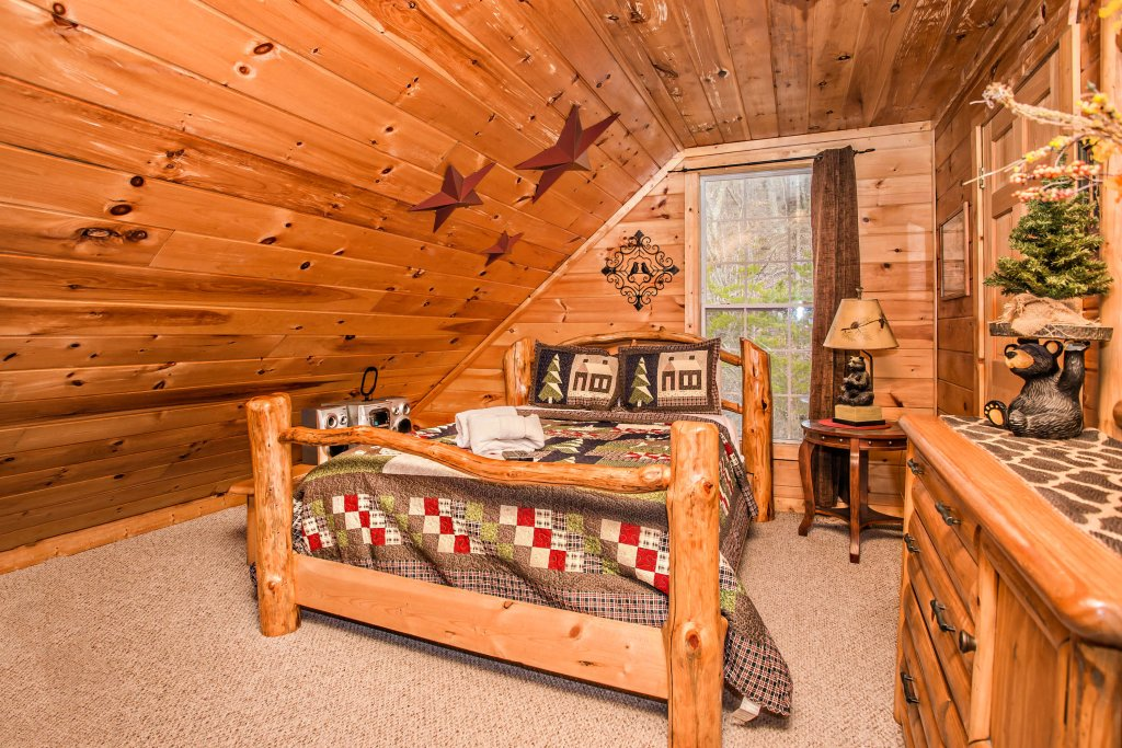 Photo of a Pigeon Forge Cabin named Serendipiity - This is the nineteenth photo in the set.