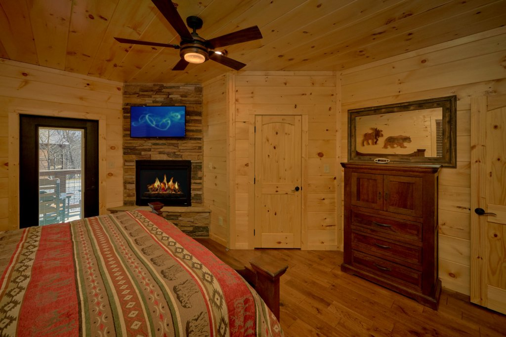 Photo of a Gatlinburg Cabin named Copper Creek Lodge - This is the forty-third photo in the set.