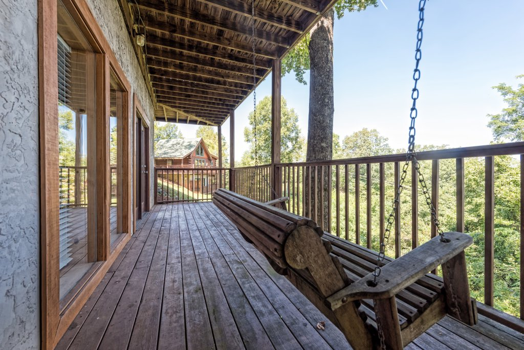 Photo of a Sevierville Cabin named A Wild View Yonder #377 - This is the seventy-second photo in the set.