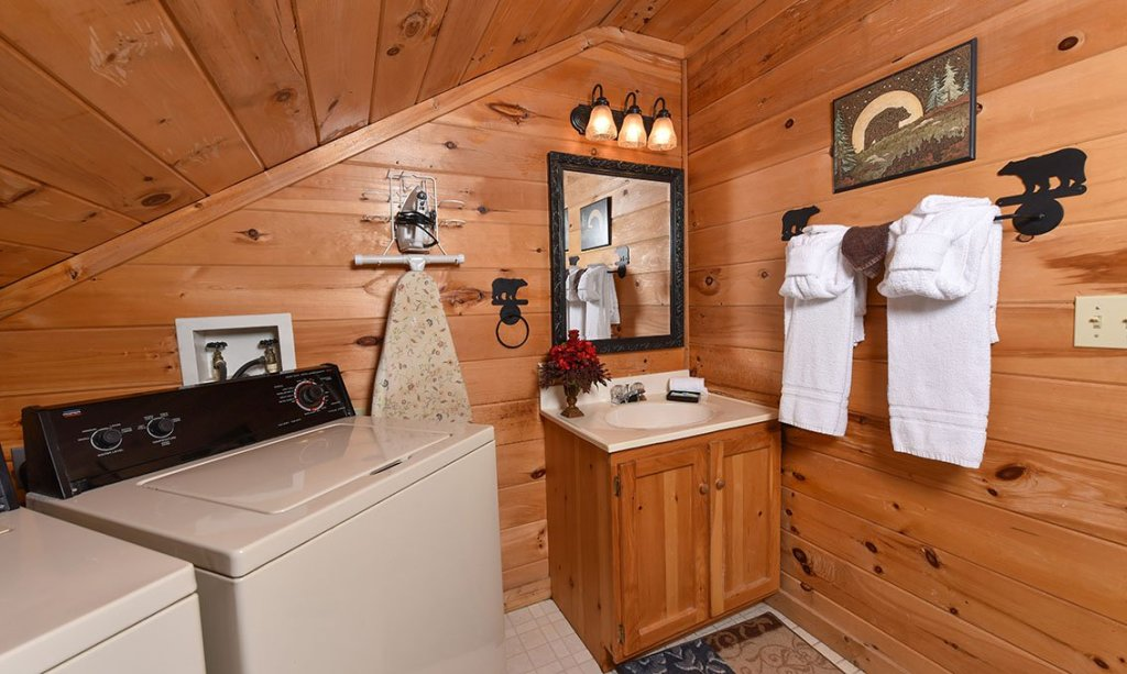 Photo of a Pigeon Forge Cabin named Serendipiity - This is the twenty-second photo in the set.