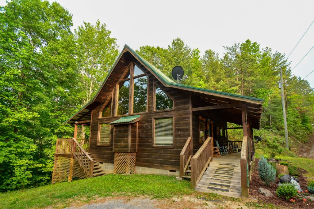 Photo of a Pigeon Forge Cabin named Dogwood Ridge - This is the third photo in the set.