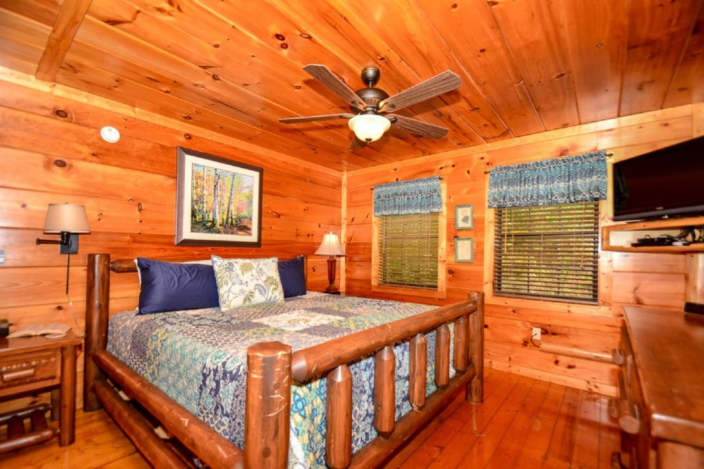 Photo of a Pigeon Forge Cabin named Dogwood Ridge - This is the nineteenth photo in the set.