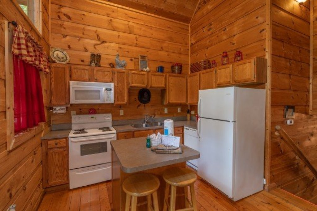 Photo of a Gatlinburg Cabin named Logan's Smoky Den - This is the second photo in the set.