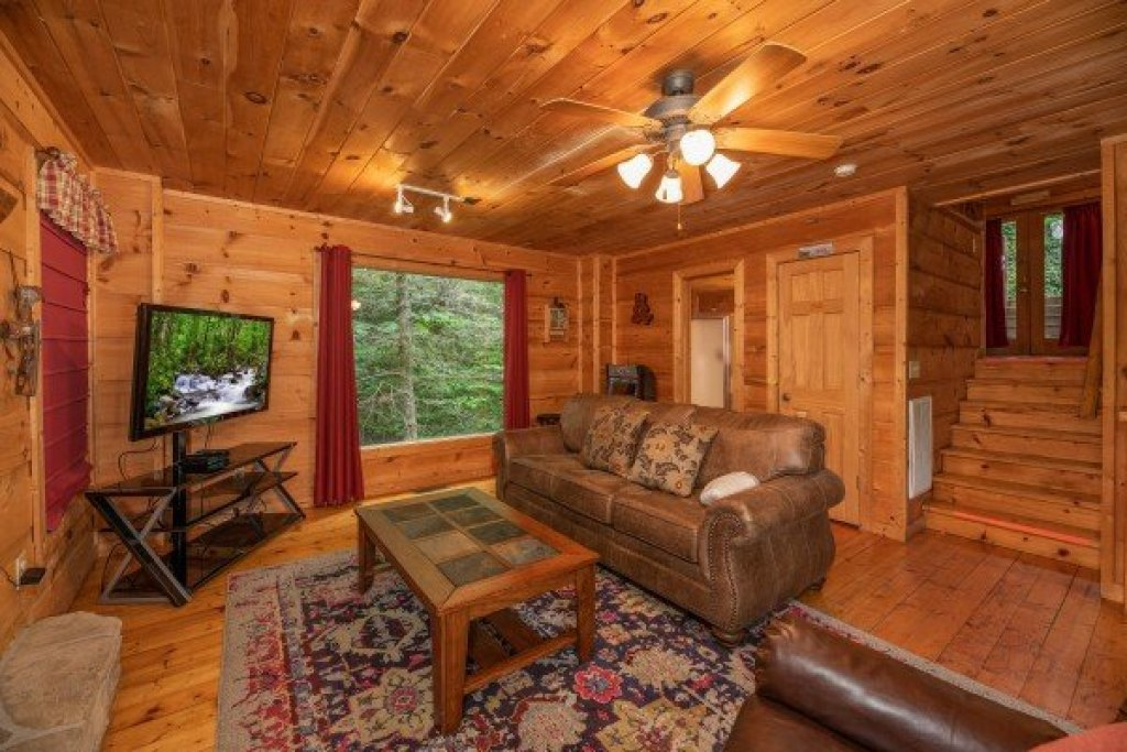 Photo of a Gatlinburg Cabin named Logan's Smoky Den - This is the fifth photo in the set.