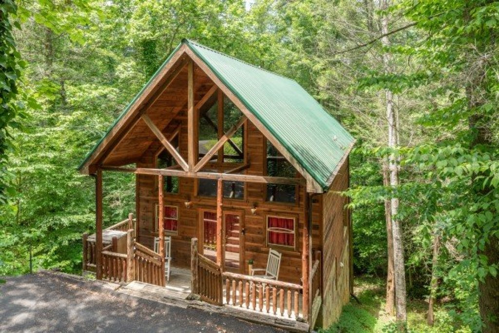 Photo of a Gatlinburg Cabin named Logan's Smoky Den - This is the first photo in the set.