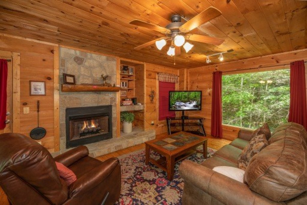 Photo of a Gatlinburg Cabin named Logan's Smoky Den - This is the fourth photo in the set.