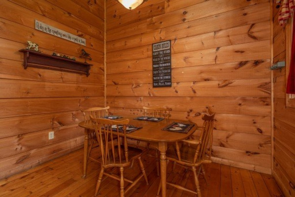 Photo of a Gatlinburg Cabin named Logan's Smoky Den - This is the third photo in the set.