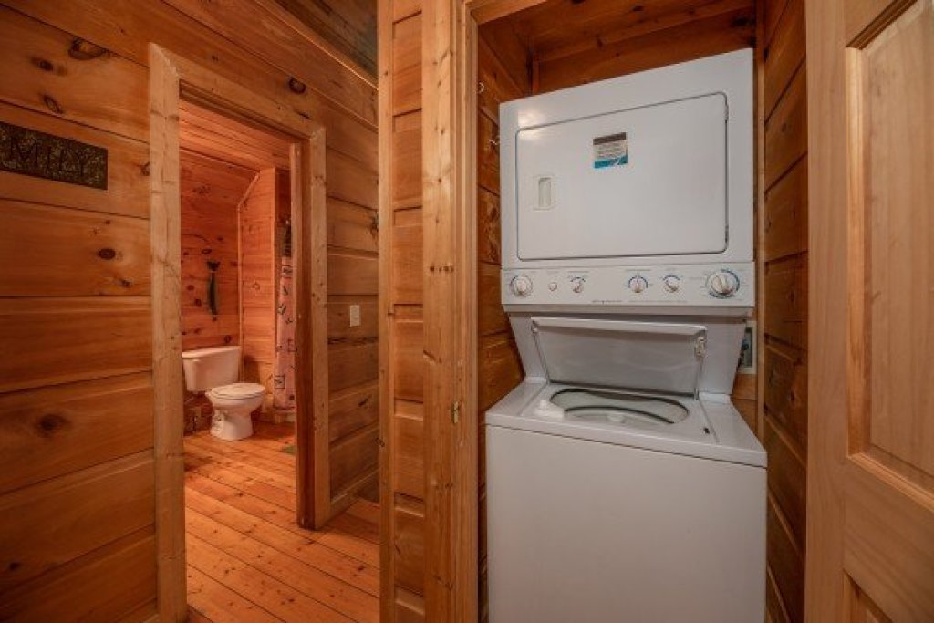 Photo of a Gatlinburg Cabin named Logan's Smoky Den - This is the sixteenth photo in the set.