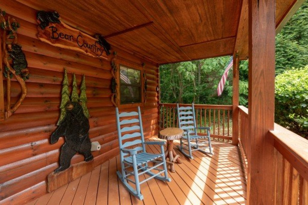 Photo of a Pigeon Forge Cabin named Smoky Mountain Bear Country - This is the third photo in the set.