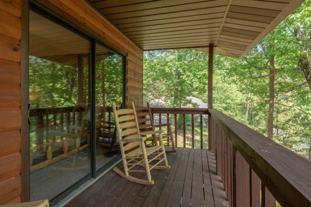 Photo of a Pigeon Forge Cabin named Bear Necessities - This is the eighteenth photo in the set.