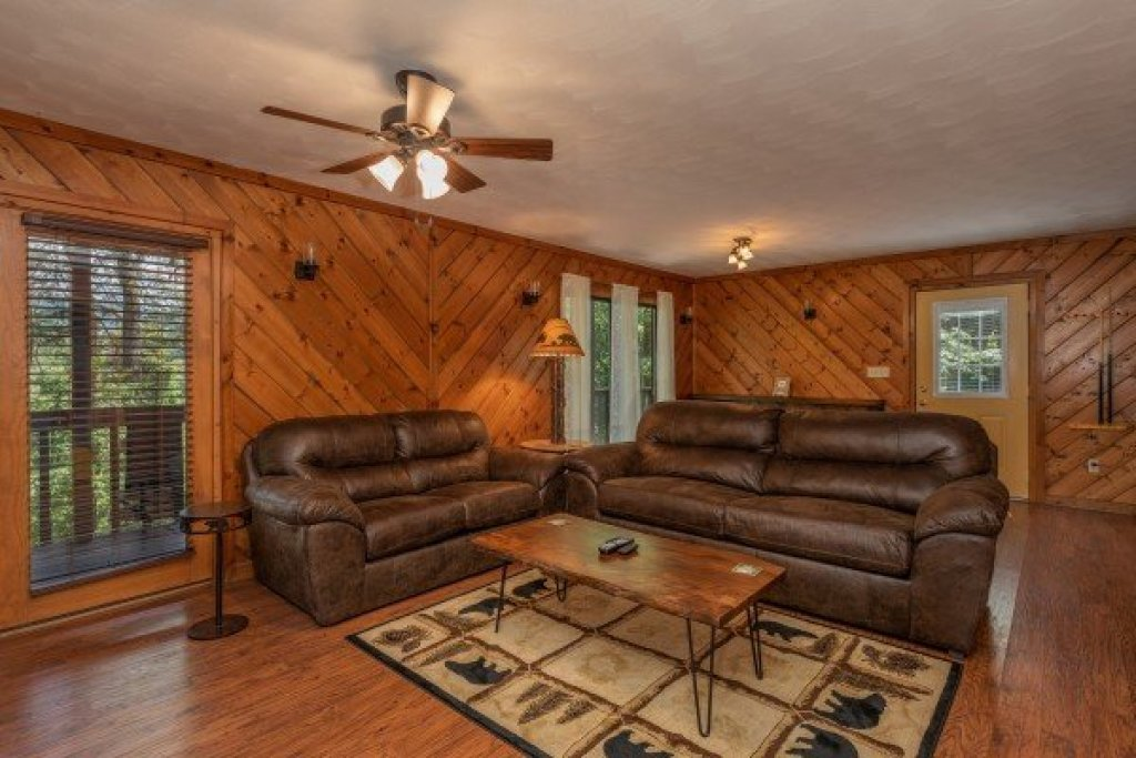 Photo of a Pigeon Forge Cabin named Bear Necessities - This is the third photo in the set.