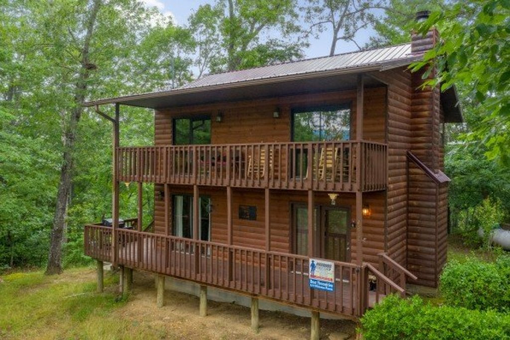 Photo of a Pigeon Forge Cabin named Bear Necessities - This is the first photo in the set.