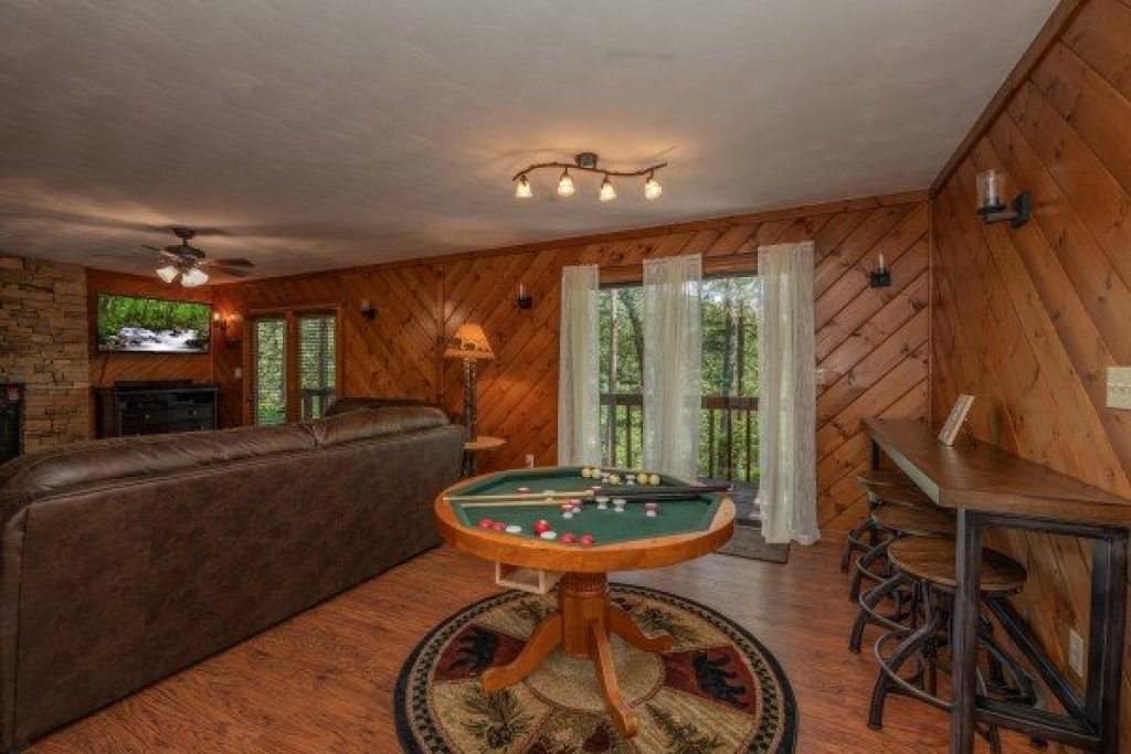 Photo of a Pigeon Forge Cabin named Bear Necessities - This is the seventh photo in the set.