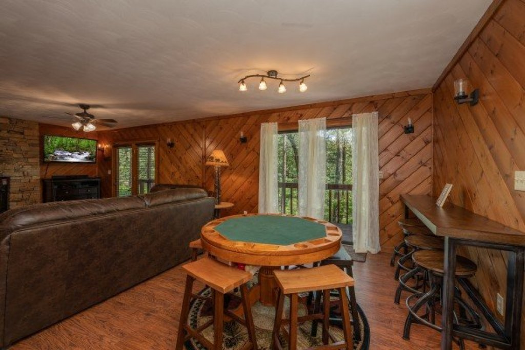 Photo of a Pigeon Forge Cabin named Bear Necessities - This is the sixth photo in the set.