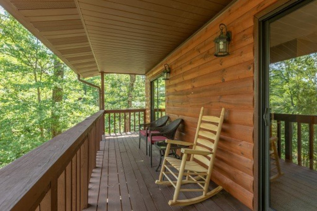 Photo of a Pigeon Forge Cabin named Bear Necessities - This is the seventeenth photo in the set.